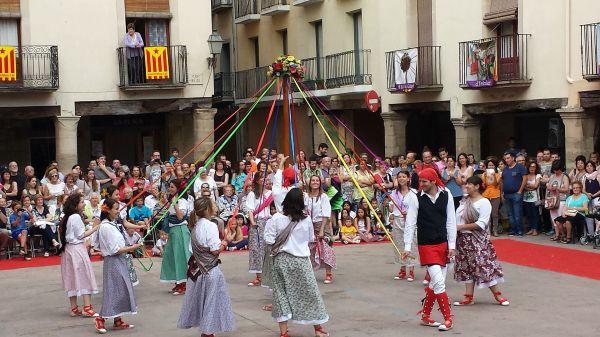 Ball de gitanes, Cervera. Grups i artistes del folklore català