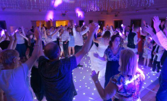 Ball i festes amb discomobil