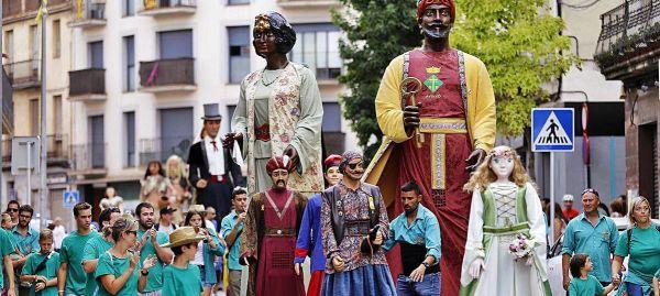 Gegants a Artés. Grups i artistes del folklore català